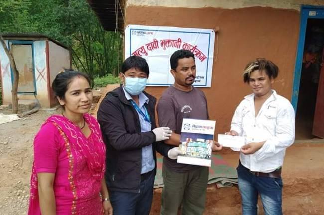 ५ दिनमै मृत्यु दाबी बापत नेपाल लाइफले गर्यो १ लाख ३८ हजारको भुक्तानि